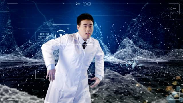vidéos et rushes de l'origine ethnique asiatique scientifique breakdance. données et ordinateur généré des montagnes en arrière-plan - laboratoire scientifique