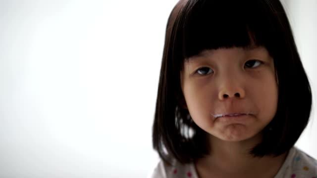 asian female child enjoying her cup of milk - endast flickor bildbanksvideor och videomaterial från bakom kulisserna