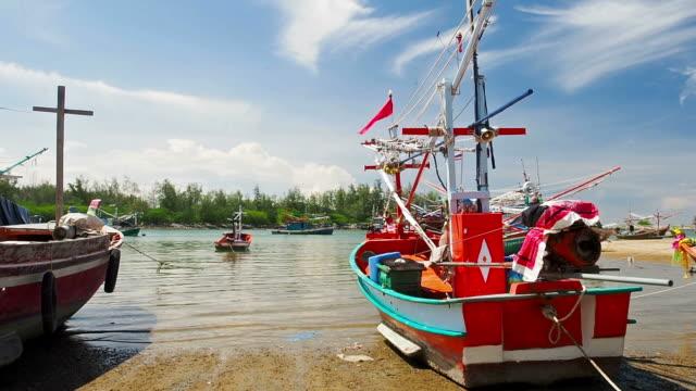 vídeos y material grabado en eventos de stock de asiática los barcos amarrados - letra s