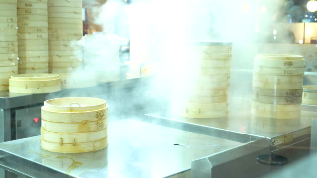 asian food : making buns in the kitchen - pentola a vapore video stock e b–roll