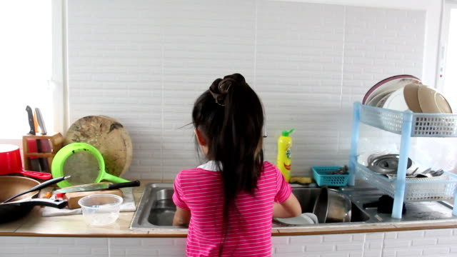 asian girl washing kitchenware - kitchen room video stock e b–roll