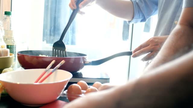 vidéos et rushes de cuisine asiatique - cuisine non professionnelle