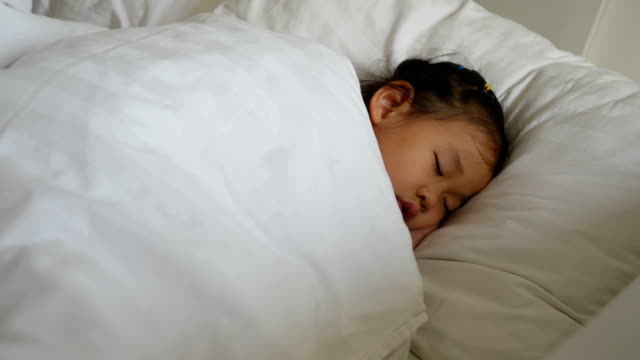 asian little girl sleeping - 2 3 anni video stock e b–roll