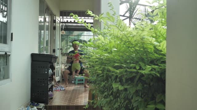 asian male cardio exercise in garden at home - ludzka kończyna filmów i materiałów b-roll