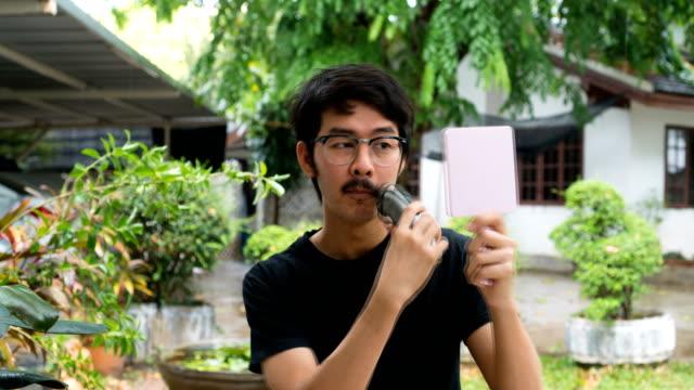 TL Asian man self shaving