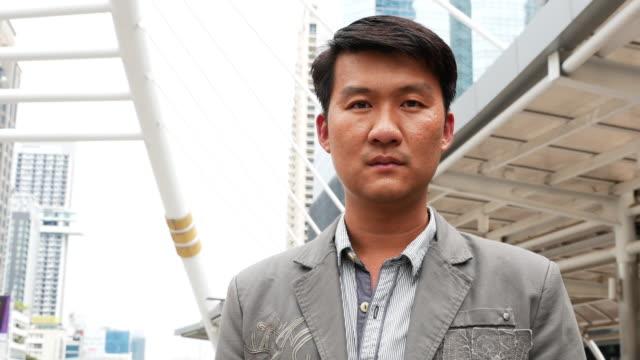 asiatischer mann ernstem gesicht porträt - männliches tier stock-videos und b-roll-filmmaterial