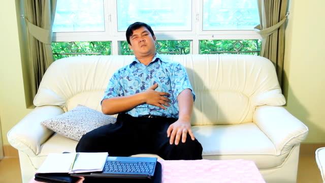 Asiatischen Mann Bauch Schmerzen – Video