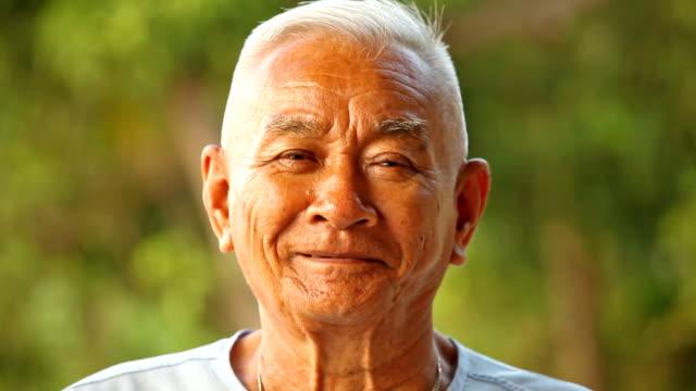 asian senior man - kinesiskt ursprung bildbanksvideor och videomaterial från bakom kulisserna