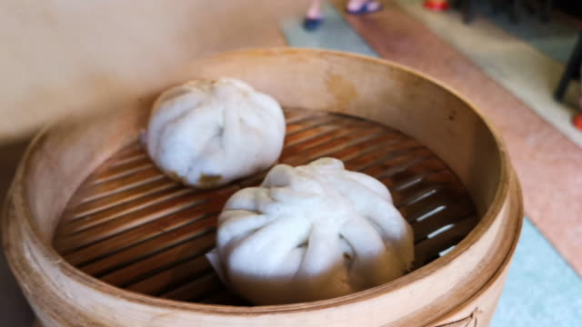 asian steamed dumplings being on table. - pentola a vapore video stock e b–roll