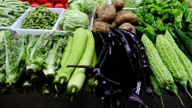 vídeos y material grabado en eventos de stock de asian verduras toma panorámica a la izquierda - pak choy