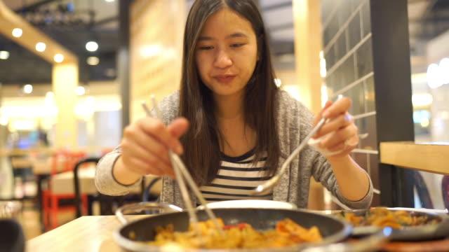 asian woman eating korean food, tteokbokki noodles soup - cultura coreana video stock e b–roll