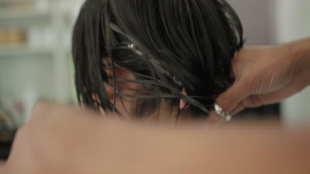 アジア女性ヘアカットの美容院 ビデオ