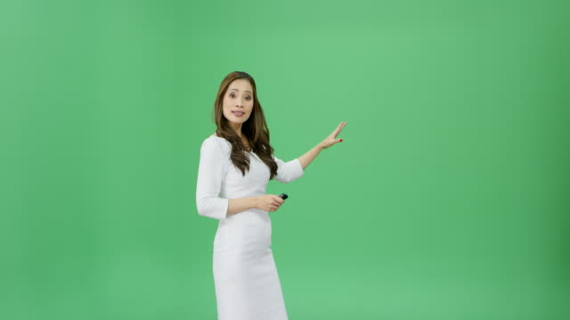 vídeos de stock e filmes b-roll de asian woman with long hair presenting the weather forecast - weatherman