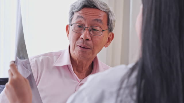 Asian women medical treatment rendered by the film's x-ray to image patients in the examination room, Senior Asian man to get a health check by medical professionals, Senior Asian man to get a health check by medical professionals.