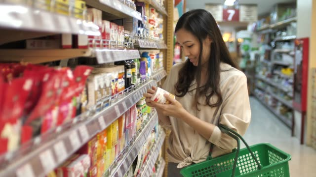 asian young woman shopping in supermarket - vitamina video stock e b–roll