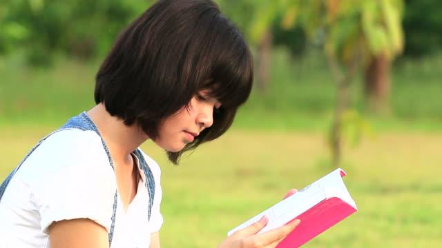 asians tudent - endast en tonårsflicka bildbanksvideor och videomaterial från bakom kulisserna