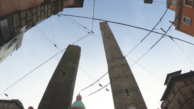 asinelli and garisenda towers in bologna, italy, on a sunny day - fish eye video stock e b–roll