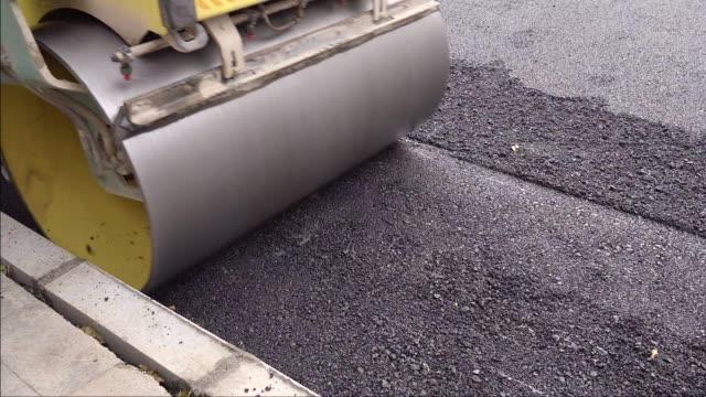vídeos de stock e filmes b-roll de asphalt construction - alfalto