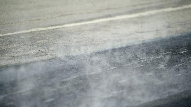 asphalt angesiedelt - asphalt stock-videos und b-roll-filmmaterial