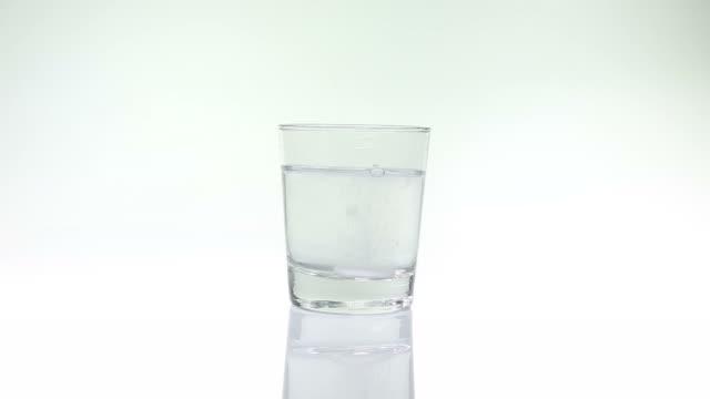 Aspirin in glass of water Aspirin in glass of water wasser videos stock videos & royalty-free footage
