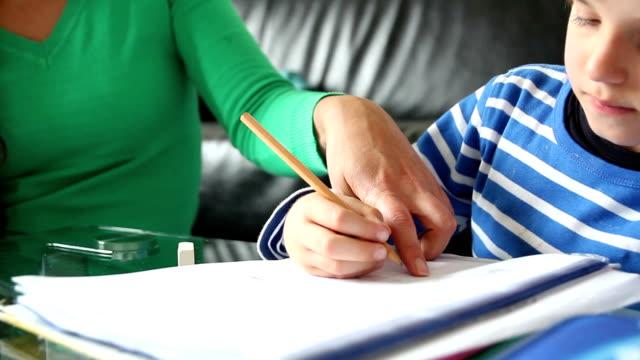 pomoc prac domowych. - praca domowa filmów i materiałów b-roll