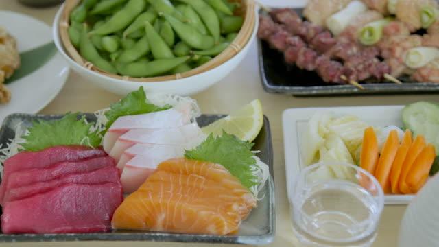 assortiti giapponese izakaya ristorante immagine del cibo - antipasto video stock e b–roll