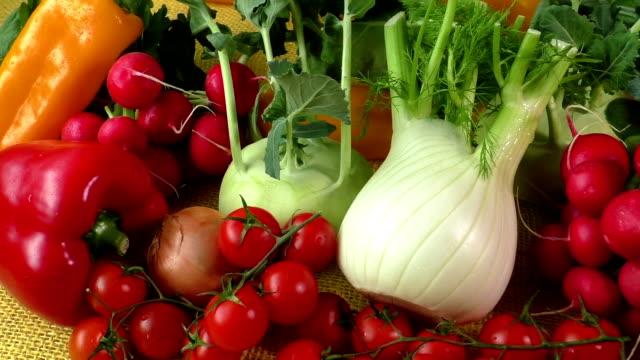 stockvideo's en b-roll-footage met assortiment van verse groenten close-up - venkel