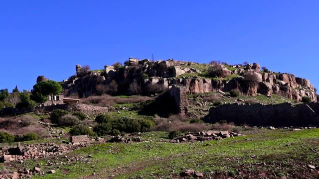 assos (behramkale), ruins of ancient acropolis, turkey, canakkale - isole egee video stock e b–roll