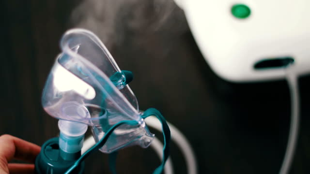 Astma Mask for nebulizer steaming, video