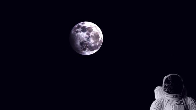 астронавт в открытом космосе - space background стоковые видео и кадры b-roll