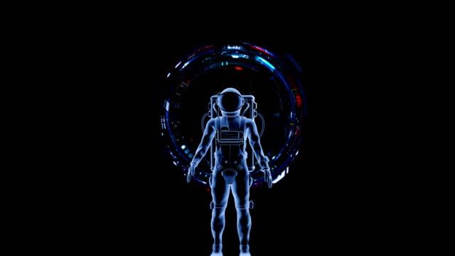 Astronaut mit eine futuristische virtuelle Schnittstelle. – Video
