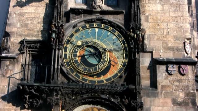 vidéos et rushes de horloge astronomique, prague (hd - prague