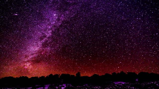 vídeos y material grabado en eventos de stock de fotografía astronómica tiempo lapso vía láctea - constelación