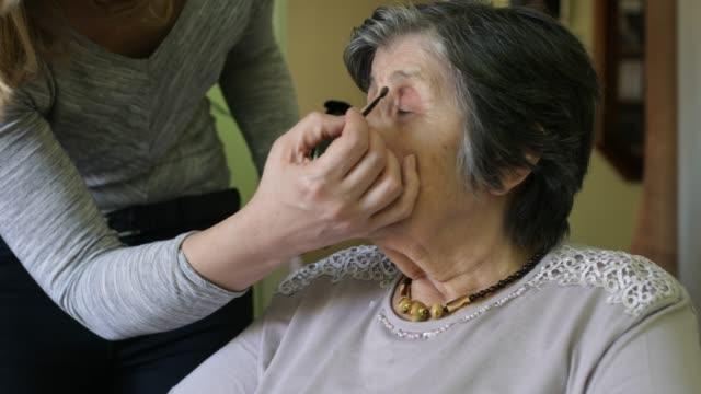 hemma vårdgivare - assistans bildbanksvideor och videomaterial från bakom kulisserna