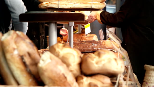 stockvideo's en b-roll-footage met at the bread stand - bakery
