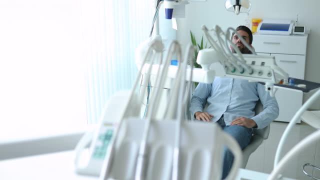 歯科所にて - 歯科点の映像素材/bロール