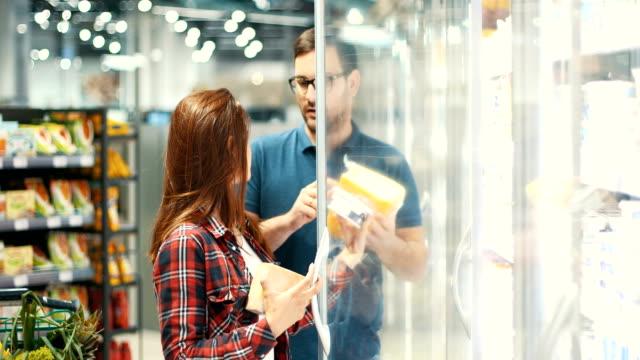 im supermarkt - gefrierkost stock-videos und b-roll-filmmaterial