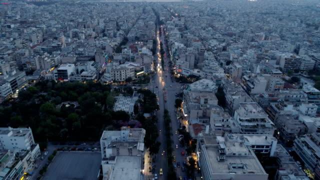 vídeos de stock, filmes e b-roll de atenas no crepúsculo, aerial view - atenas grécia