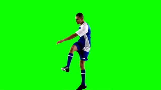 緑色の画面に対して「サッカーを練習する選手 - サッカー点の映像素材/bロール