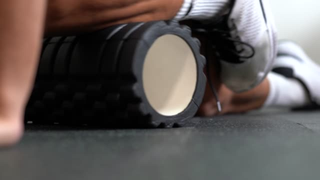 Athlete using foam roller - Stretching video