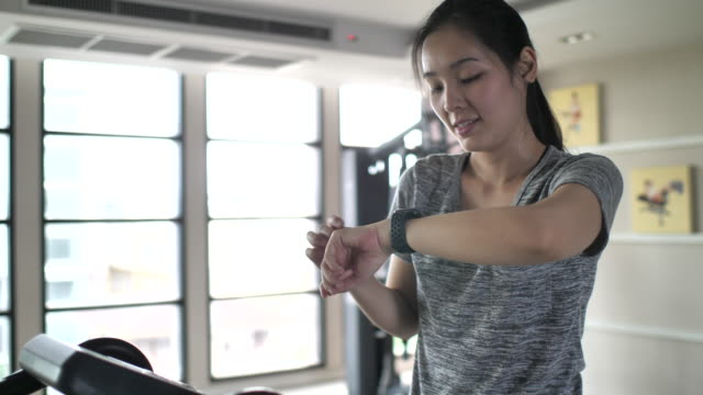 athlete using smart watch for analyzing her performance - veicolo a due ruote video stock e b–roll