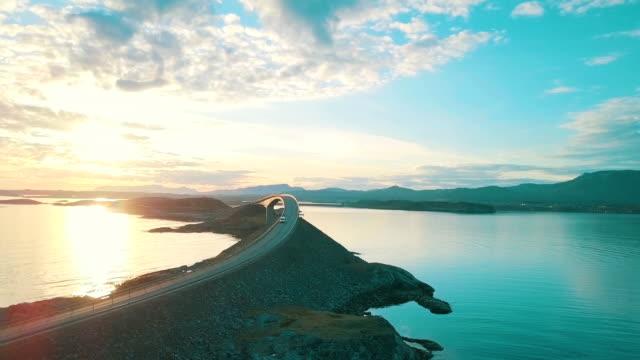 vídeos de stock e filmes b-roll de atlantic road in norway - noruega