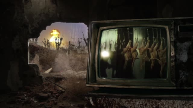 vídeos de stock e filmes b-roll de atomic bomb, retro tv in a destroyed house and mass consumerism concept on the screen. - apocalipse