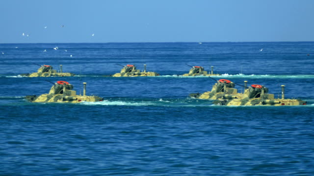 attack from the sea of marine corps armored personnel carriers - anfibio video stock e b–roll