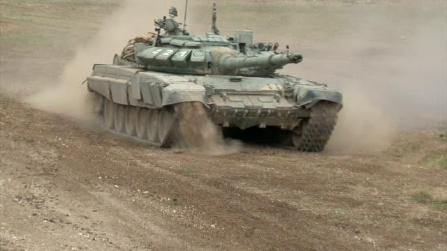 Bидео attacking heavy tank