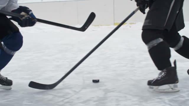 offensives das ziel - hockey stock-videos und b-roll-filmmaterial