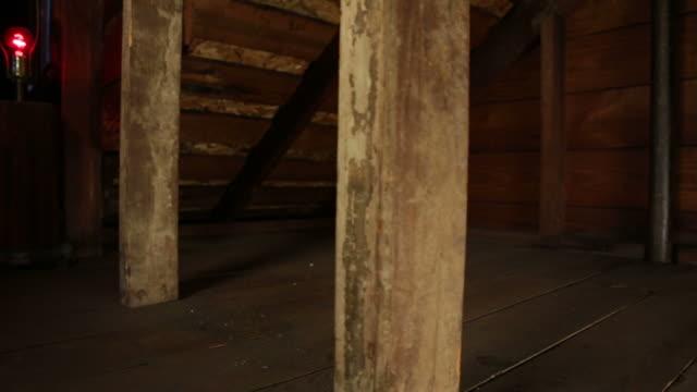 dachgeschoß dolly von red light - dachboden stock-videos und b-roll-filmmaterial