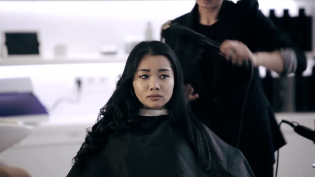 Attractive asian ethnicity girl have a curling procedure video