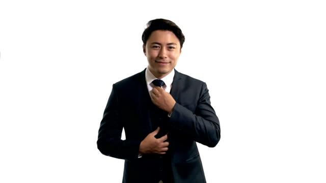 白い背景に立って魅力的なビジネスマン - ビジネスマン 日本人点の映像素材/bロール