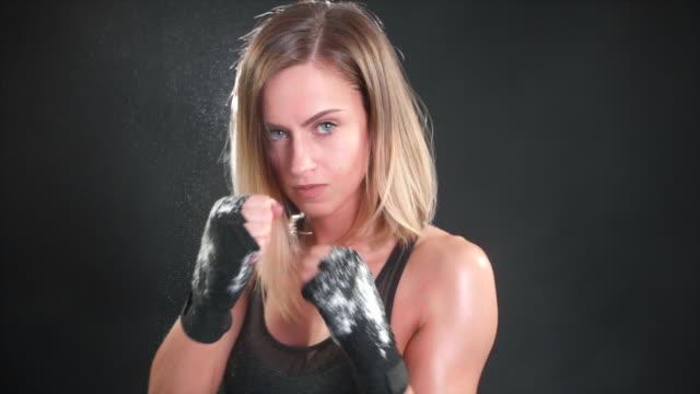 vídeos de stock e filmes b-roll de attractive female boxer punching in super slow motion 120fps - boxe tailandês